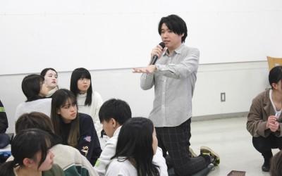総合領域2年生主催のカイシトモヤ特別講演会『 たのしい、ためになる話 〜カイシの部屋〜 』が行われました。